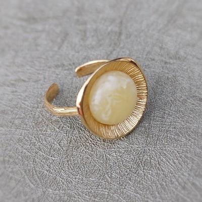 bursztynowy pierścionek/dekor słoneczny